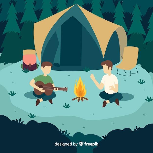 Mensen gaan kamperen plat ontwerp Gratis Vector