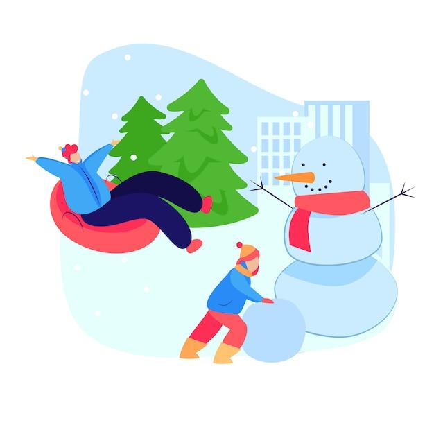 Mensen genieten van winteractiviteiten Gratis Vector