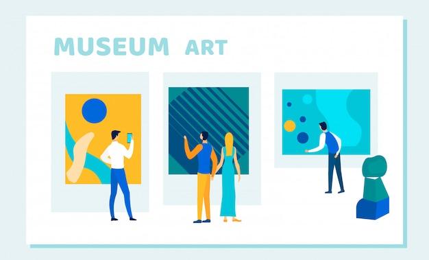Mensen kijken naar creatieve museumkunst, kunstwerken Premium Vector