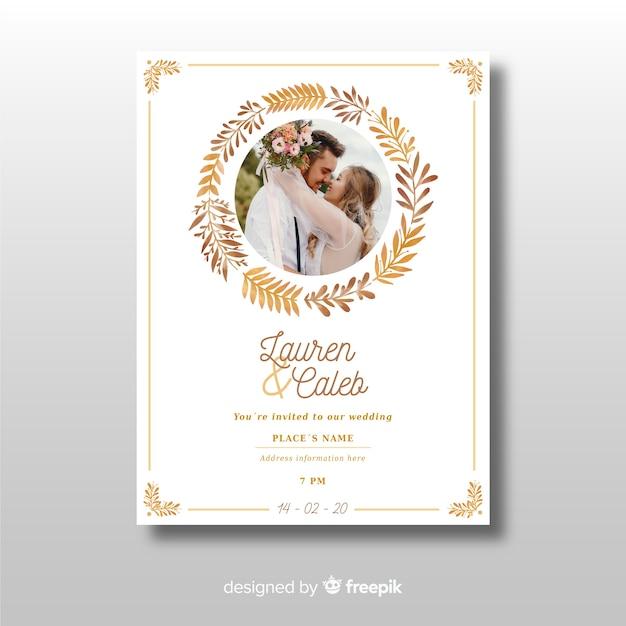 Mooi sierhuwelijksuitnodigingsmalplaatje met foto Gratis Vector