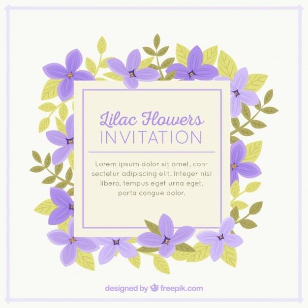 Mooie uitnodiging met lila bloemen Gratis Vector