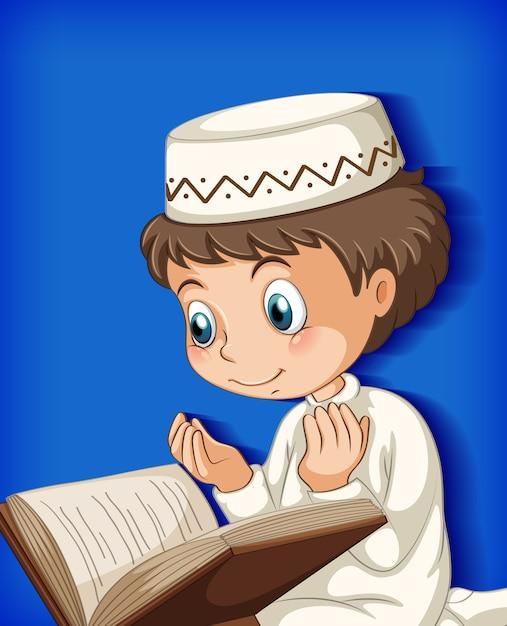 Moslimjongen die uit de koran leest Gratis Vector