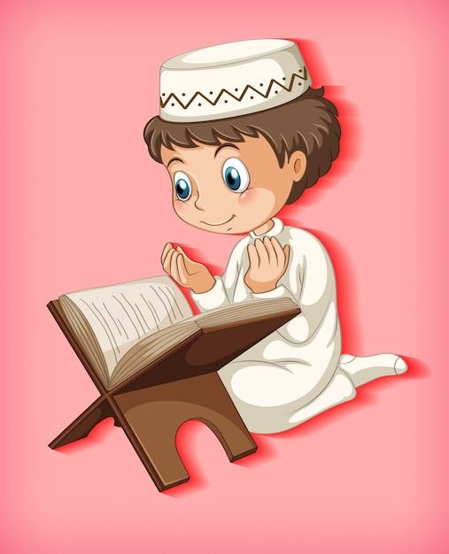 Moslimjongen die van de koran leest Gratis Vector