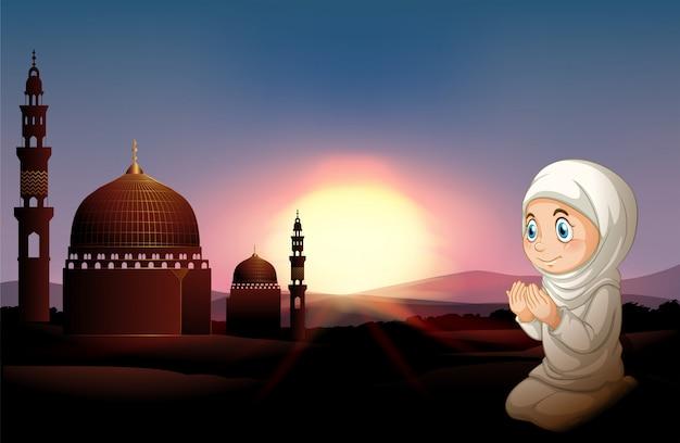 Moslimmeisje die bij de moskee bidden Gratis Vector