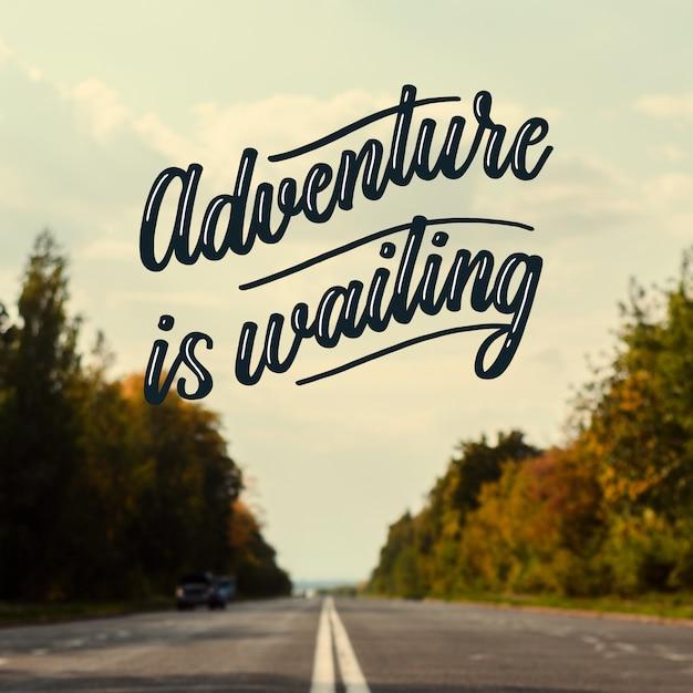 Motiverende avontuur belettering Gratis Vector