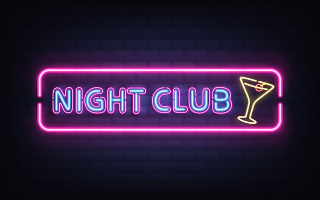 Nachtclub, cocktail bar heldere neon retro uithangbord realistische vector met gloeiende fluorescerende blauw licht letters, gele cocktailglas met olijf, violet, roze frame op donkere bakstenen muur illustratie Gratis Vector