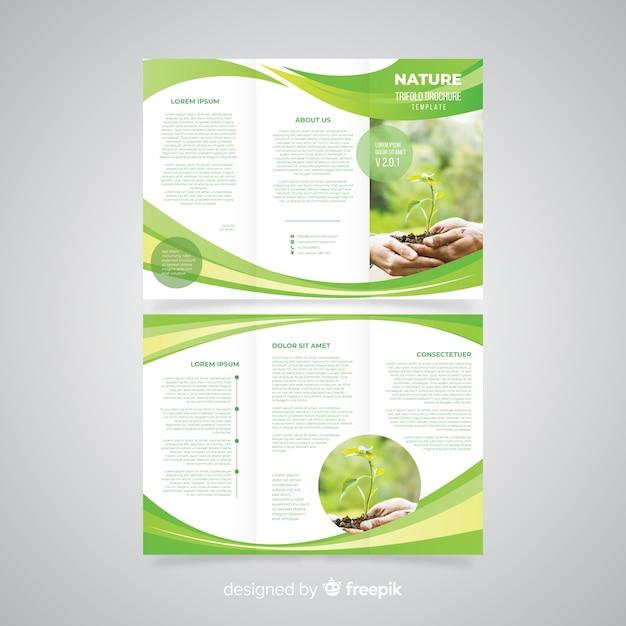 Natuur driebladige brochure Gratis Vector