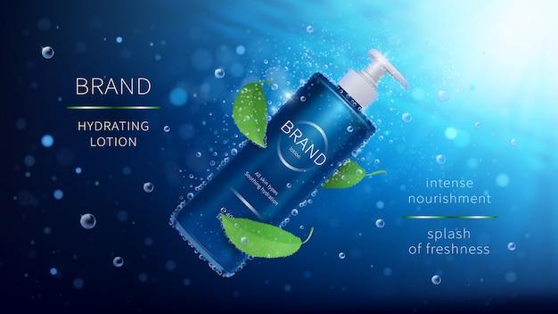 Natuurlijke mint cosmetische realistische advertenties poster. fles met lotion en groene bladeren op blauwe onderwater met luchtbellen Gratis Vector