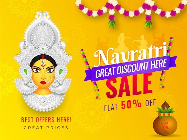 Navratri sale-bannerontwerp met 50% kortingsaanbieding en illustratie van goddess durga face Premium Vector