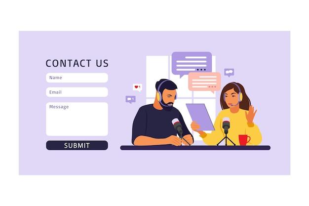 Neem contact met ons op formuliersjabloon voor web. mensen opnemen podcast in studio platte vectorillustratie. Premium Vector
