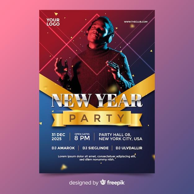 Nieuwjaar partij poster sjabloon met foto Gratis Vector