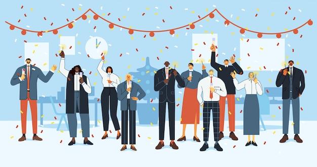 Nieuwjaarsfeest. de gelukkige werknemers vieren vakantie, het kerstmisfeest van de bedrijfsbureaubemanning en de collectieve mensen vieren samen vlakke illustratie. stevig personeel met sterretjes Premium Vector