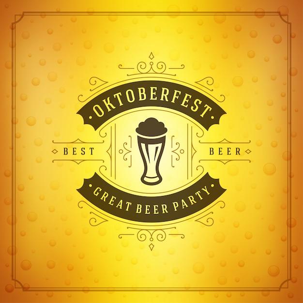 Oktoberfest viering van de de vierings de uitstekende groet van het bierfestival of affiche en bierachtergrond Premium Vector