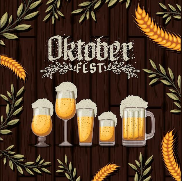 Oktoberfestachtergrond met bier Premium Vector