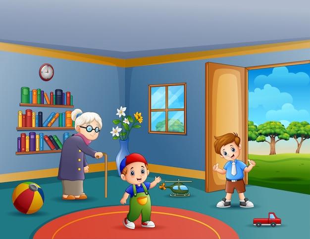 Oma en spelende kinderen in woonkamer Premium Vector