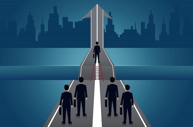 Ondernemers concurreren gaan op de weg er is een kloof tussen het pad met pijlen om te streven naar doelsucces. bedrijfsconcept uitdaging probleemoplossing. leiderschap. creatief idee. vector illustratie Premium Vector