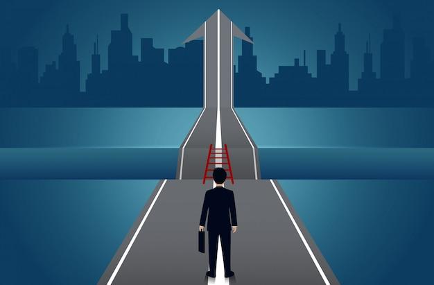 Ondernemers lopen op de weg, er is een kloof tussen het pad met pijlen naar het succes van het doel Premium Vector