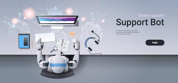 Ondersteuning robot werken aan call center service websjabloon Premium Vector