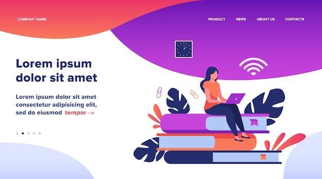 Online cursussen en studentenconcept. vrouw zittend op een stapel boek en laptop gebruikt om te studeren op internet. platte vectorillustratie voor afstandsonderwijs, kennis, schoolonderwerpen Gratis Vector