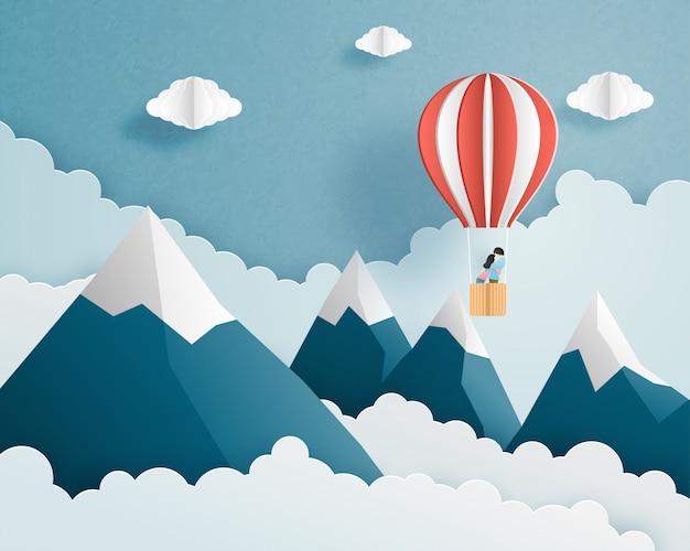 Origami gemaakt paar in hete luchtballon die op wolken en hemel over bergachtergrond en ruimte vliegen. Premium Vector