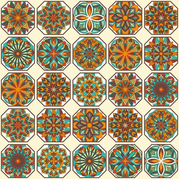 Overladen bloemen naadloze textuur, eindeloos patroon met uitstekende mandala-elementen. Premium Vector