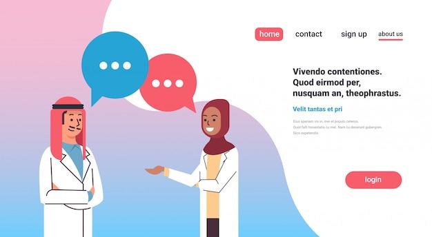 Paar arabische artsen chat zeepbel banner Premium Vector