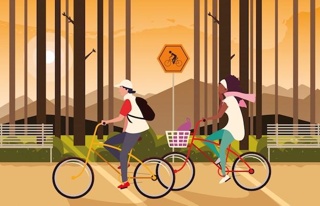 Paar berijdende fiets en boslandschap met signage voor fietser Premium Vector