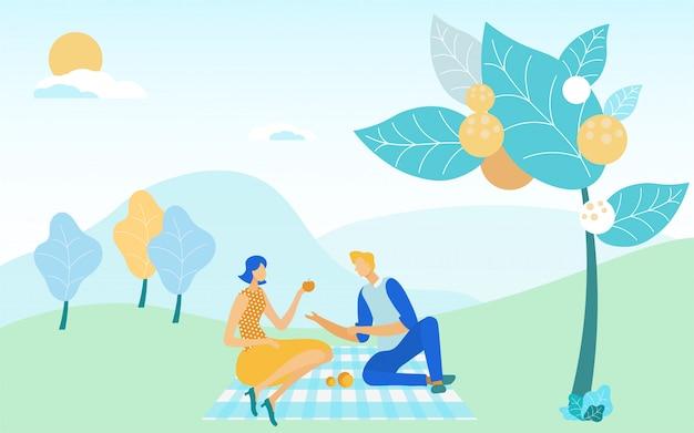 Paar genieten van weekend maaltijd zittend op picknick. Premium Vector