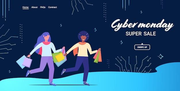 Paar met boodschappentassen cyber maandag grote verkoop concept kerstvakantie korting mix race man vrouw shoppers met aankopen volledige lengte Premium Vector