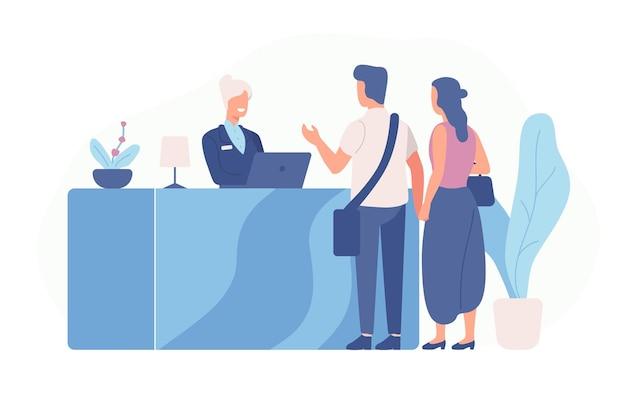 Paar toeristen of reizigers die bij de receptie staan en met de receptioniste praten Premium Vector