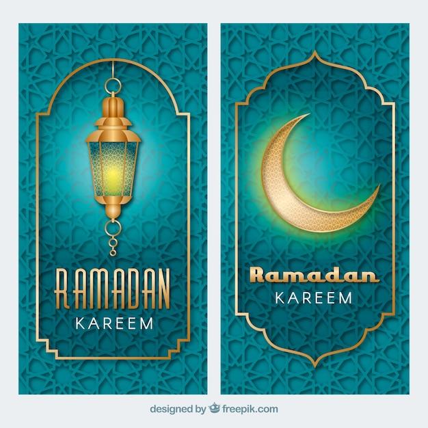 Pak ramadan banners met patroon en gouden ornamenten Gratis Vector
