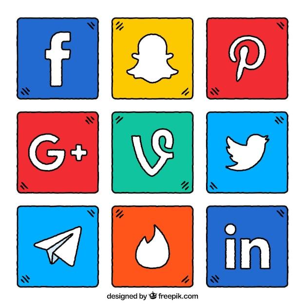 Pak van kleurrijke vierkantjes met sociaal netwerk logo's Gratis Vector