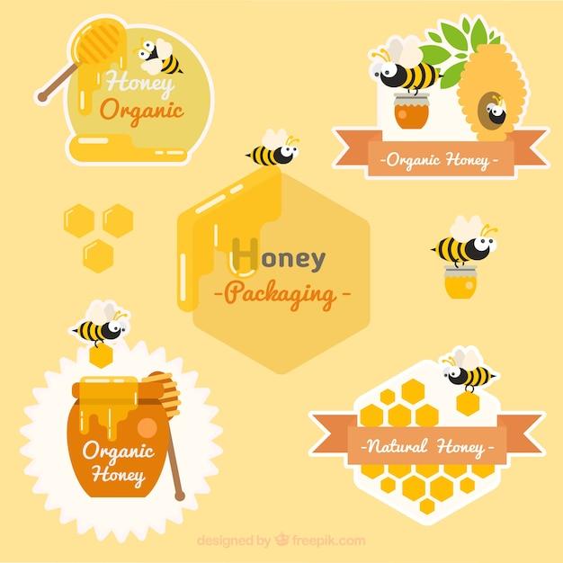 Pak van mooie stickers met vriendelijke honingbij Gratis Vector