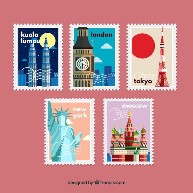 Pakje retro postzegels in plat ontwerp met monumenten Gratis Vector