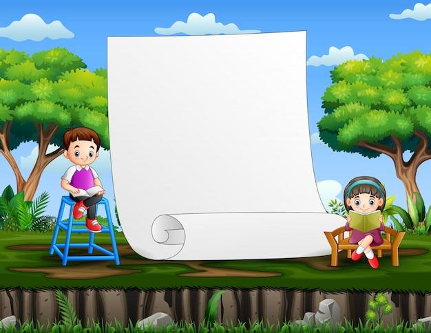 Papiersjabloon met kinderen die boeken lezen Premium Vector