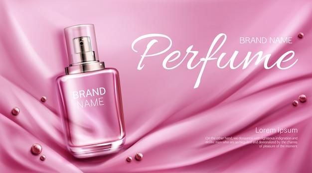 Parfumflesje op gevouwen zijden stof met parels. glazen flesje met roze geurverpakkingsontwerp. vrouwen geur cosmetisch product, sjabloon voor promo advertentie banner Gratis Vector
