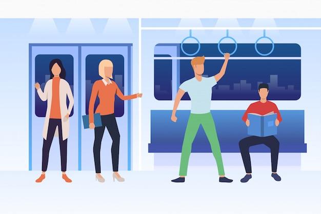 Pendelaars reizen met de metro Gratis Vector