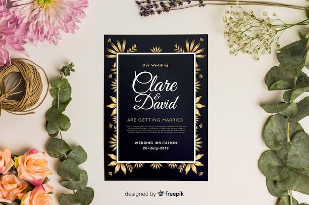 Platte bruiloft uitnodiging sjabloon Gratis Vector