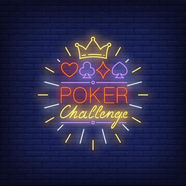 Poker daag neon tekst uit met kroon en past symbolen Gratis Vector