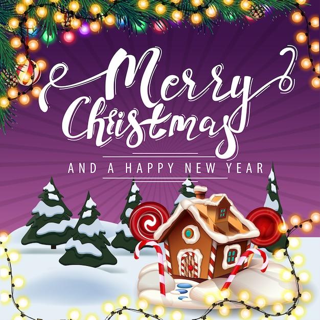 Prettige kerstdagen en gelukkig nieuwjaar, paarse illustratie met slinger, kerstboomtakken, cartoon winterlandschap en kerst peperkoek huis Premium Vector