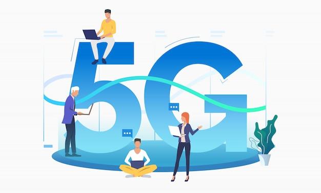 Professionals die een snel 5g-netwerk gebruiken Gratis Vector
