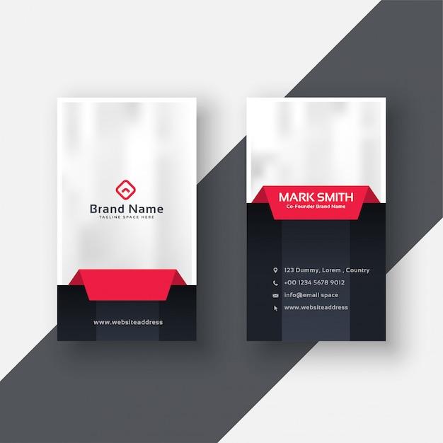 Professioneel verticaal visitekaartje in rode zwarte kleur Gratis Vector