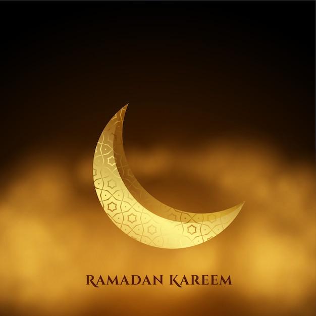 Ramadan kareem gouden maan woth wolkenachtergrond Gratis Vector