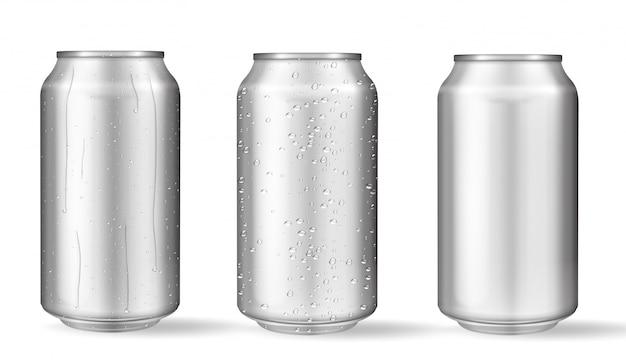 Realistische aluminium blikken met waterdruppels. Premium Vector