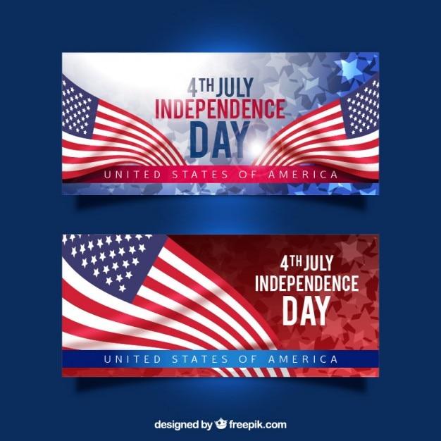 Realistische amerikaanse vlaggen onafhankelijkheidsdag banners Gratis Vector
