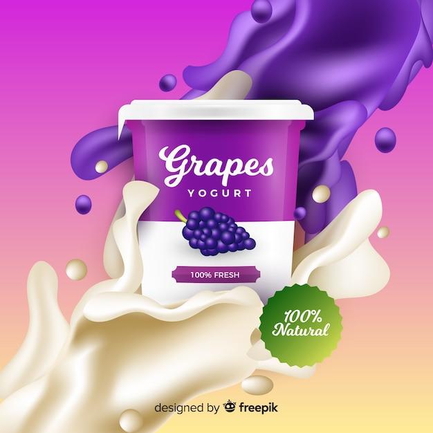 Realistische druivenyoghurtreclame Gratis Vector