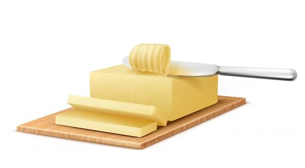 Realistische gele stok van boter op snijplank met metalen mes Gratis Vector