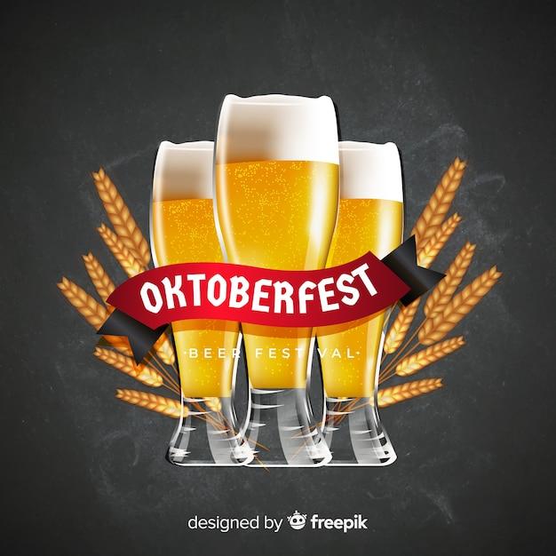 Realistische oktoberfest achtergrond met een pul bier Gratis Vector