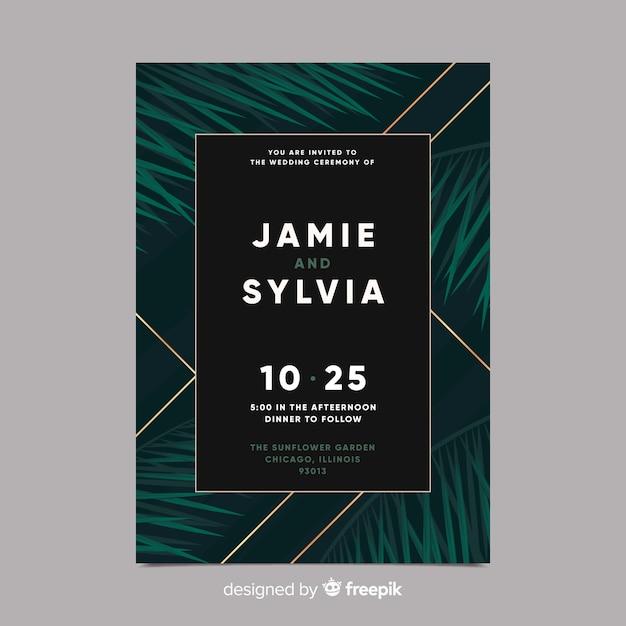 Realistische palmbladeren bruiloft uitnodiging sjabloon Gratis Vector