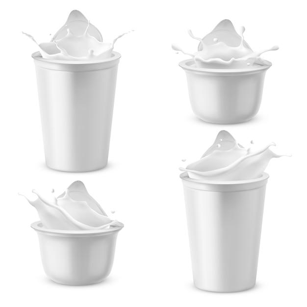 Realistische plastic verpakkingen met yoghurt. zuivelzure room spatten met folie deksel. Gratis Vector